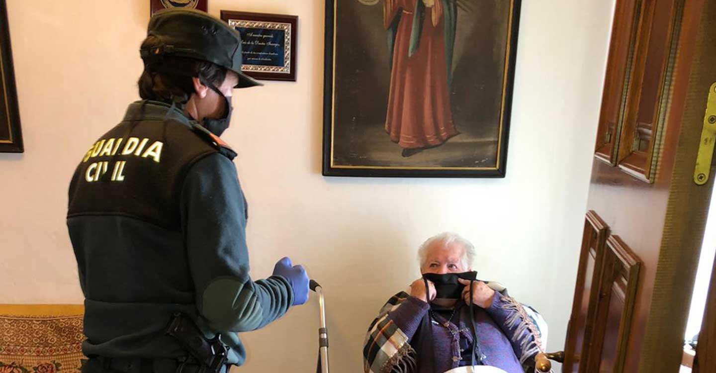 Los vecinos de Villanueva de la Fuente fabrican 3.000 mascarillas quirúrgicas para donar al Hospital de Ciudad Real y  5.000 mascarillas de uso socio-sanitario para las necesidades de su pueblo