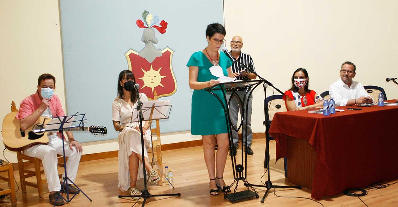 Música y magia poética en la presentación de 'Vivir cada día' del poeta solanero Luis Díaz-Cacho en su pueblo natal