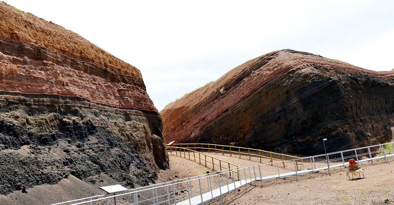 La AD Campo de Calatrava se reúne con la Dirección General del Medio Natural para interesarse por la situación del Volcán-Museo Cerro Gordo