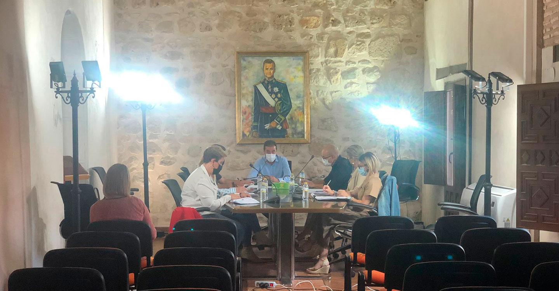 Iniesta estudia diferentes vías de ayudas para los afectados por La Dana