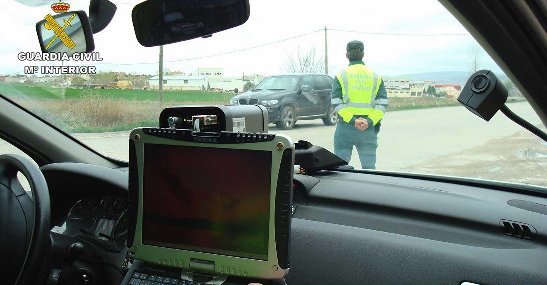 La Guardia Civil investiga a una persona que conducía a 215 km/h