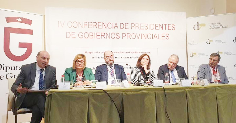 El presidente de la Diputación, José Manuel Latre, ha participado hoy en la Conferencia de Presidentes en Granada donde se han abordado cuestiones relacionas con la despoblación rural