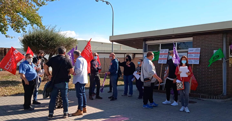 La plantilla de Lactalis-Nestlé se concentra a las puertas de la fábrica en Marchamalo por su convenio colectivo