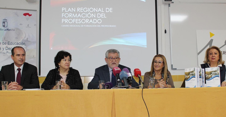 El Plan Regional de Formación del Profesorado contempla como novedad este curso estancias formativas de los docentes en los centros