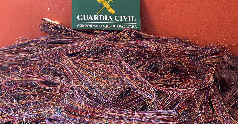 La Guardia Civil de Guadalajara detiene en Luzaga a  cuatro personas por robo de cable del tendido telefónico