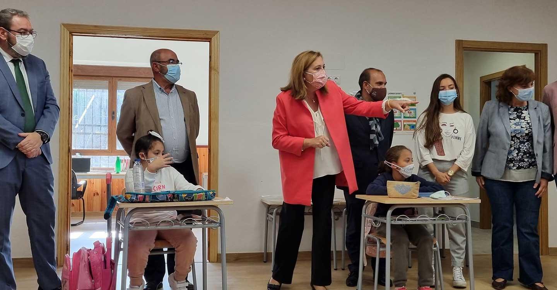 """Bellido celebra la reapertura de un colegio con seis escolares en Cobeta como un episodio """"épico y absolutamente histórico"""""""