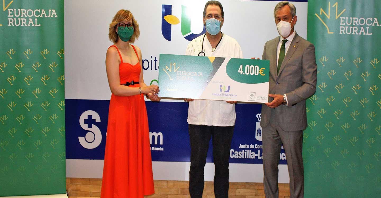 El Hospital Universitario de Guadalajara recibe 4.000 euros de Fundación Eurocaja Rural por un proyecto de investigación clínica frente al COVID