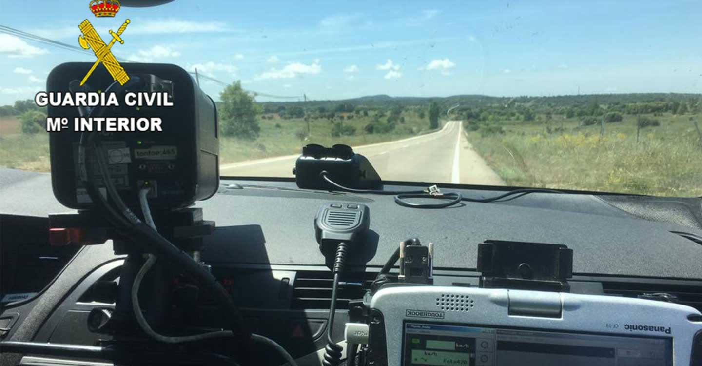 La Guardia Civil de Guadalajara investiga al conductor de un turismo que circulaba por la carretera N-320 a 185 Km/h.
