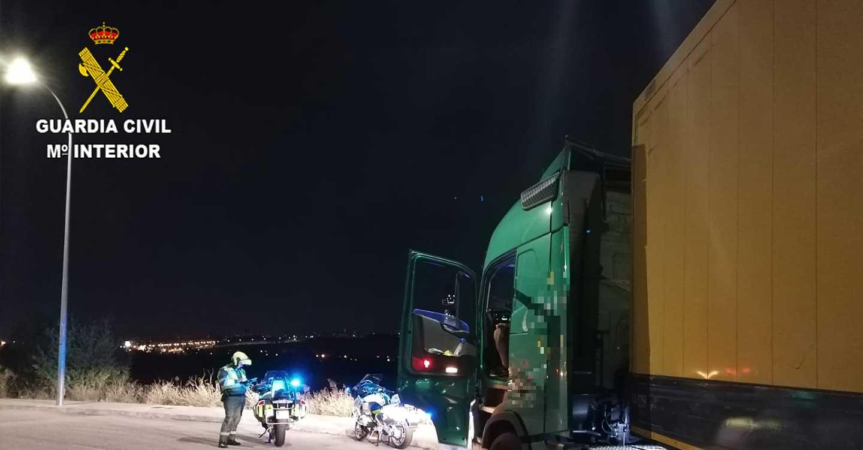 La Guardia Civil investiga al conductor de un camión por falsedad documental