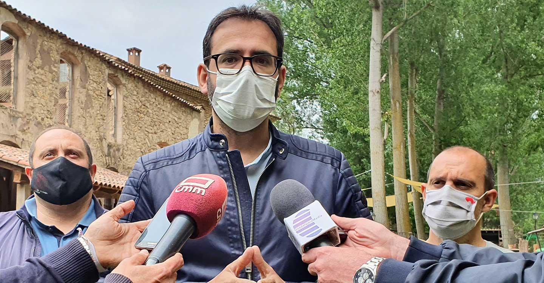 """Gutiérrez destaca que el 90% de mayores de 50 años están vacunados en CLM y pregunta al PP """"por qué esconden"""" su vacunación"""