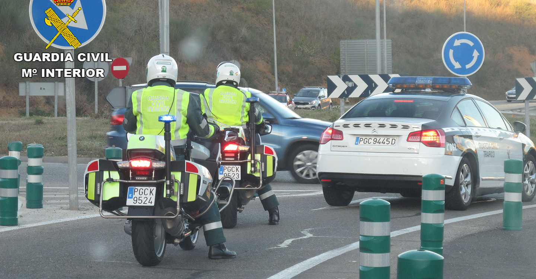 La Guardia Civil investiga al conductor de un camión que transportaba mercancías peligrosas y septuplico la tasa de alcoholemia permitida