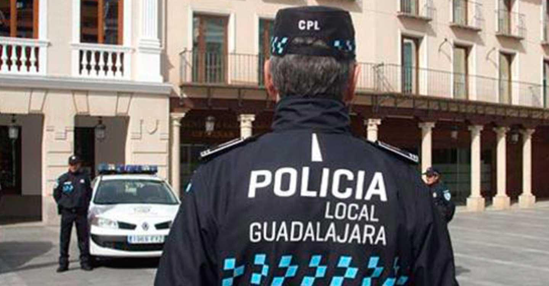La Policía Local de Guadalajara intensifica las inspecciones a locales de ocio con 42 este fin de semana e interpone 46 denuncias por incumplimiento en el uso de la mascarilla frente al coronavirus