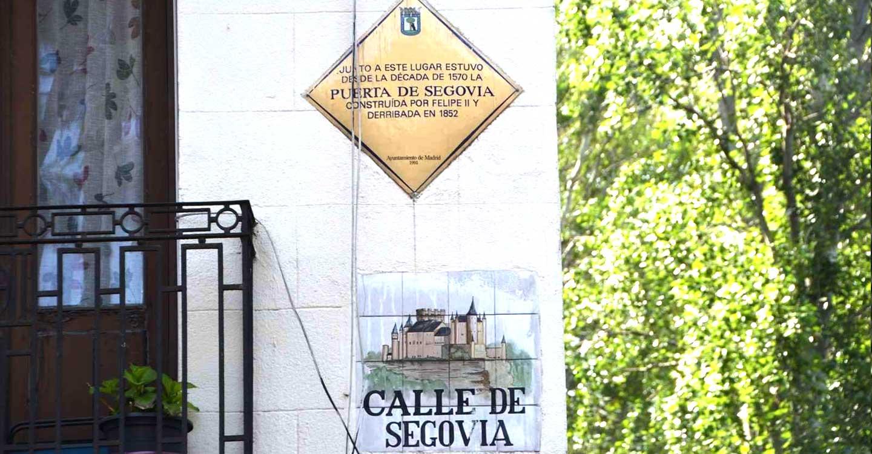 Puerta de Segovia en Madrid, Puerta de Madrid en Segovia