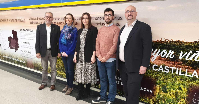 El Gobierno de Castilla-La Mancha promociona las Rutas del Vino regionales en la Puerta del Sol de Madrid, en las instalaciones de Metro