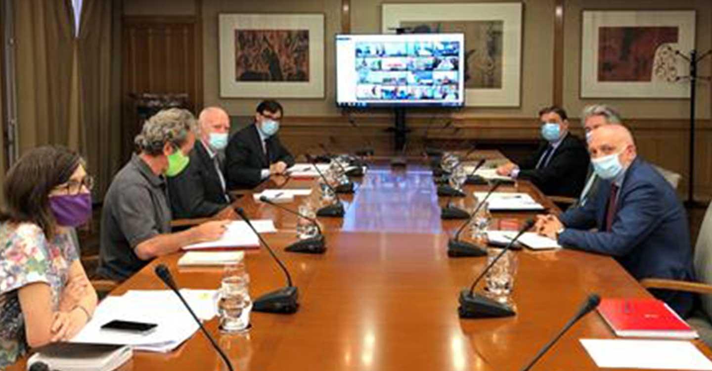 Los ministros Illa y Planas se reúnen con las CC. AA. para abordar la situación epidemiológica de los trabajadores temporeros