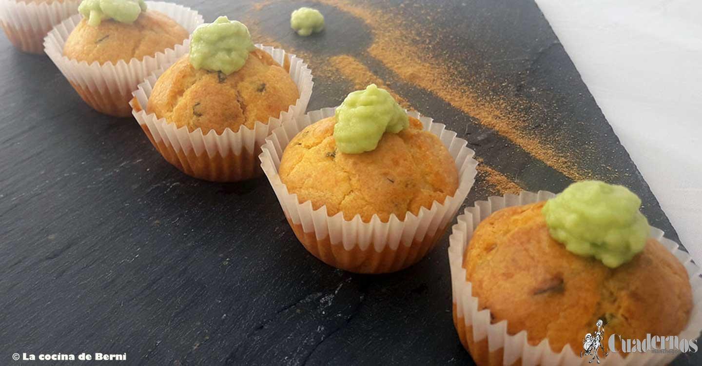 Mini cupcakes salados, con tomate, albahaca y aguacate