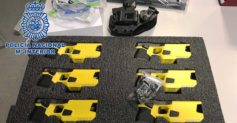 La Policía Nacional incorpora los dispositivos electrónicos de control dentro del armamento de uso policial