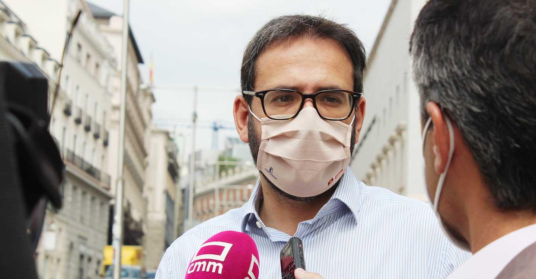 """Gutiérrez critica la nueva """"contradicción"""" del PP de CLM al no apoyar que se deje de usar la mascarilla en la calle"""