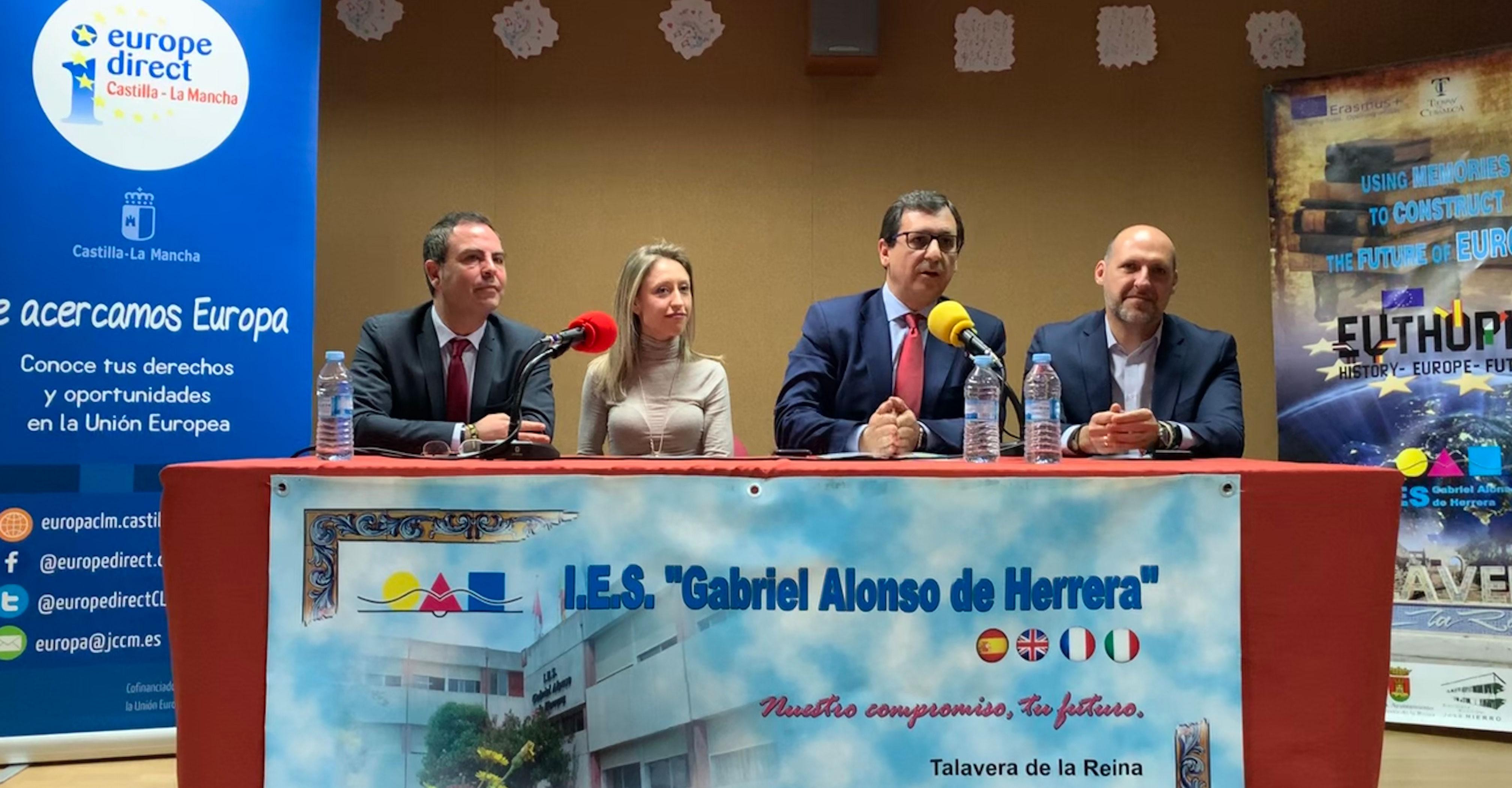 El Gobierno regional acerca 'El arte de crear Europa' a los alumnos del IES 'Gabriel Alonso' de Herrera de Talavera de la Reina