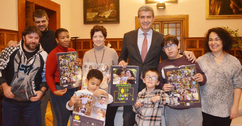 La Diputación apoya el calendario solidario de Afannes 2019 que muestra la gran familia que es la Asociación.