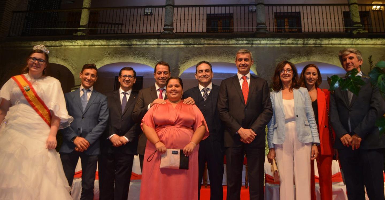 Álvaro Gutiérrez y Javier Úbeda asisten al inicio de la Sementera en el patio porticado del Palacio de Pedro I de Torrijos