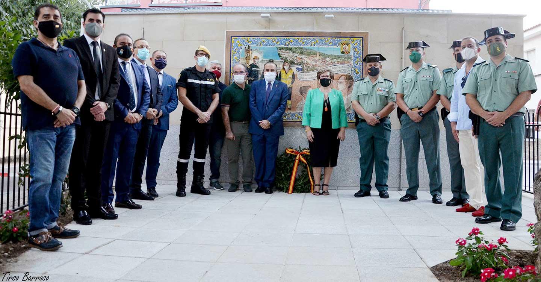 Castillo de Bayuela inaugura un mural cerámico en homenaje a los héroes que lucharon contra la COVID-19