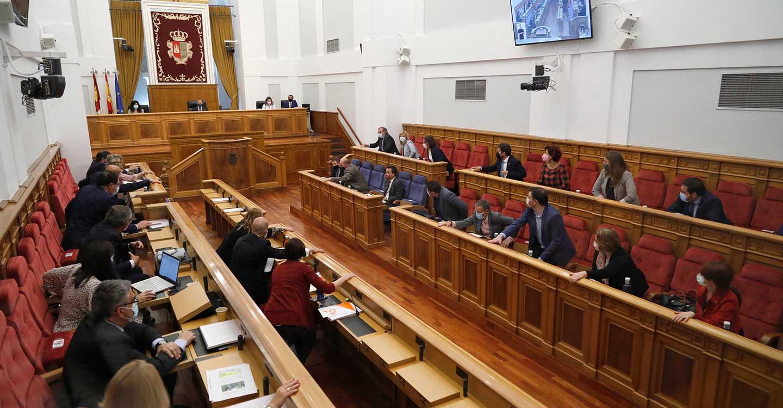 """Las Cortes de Castilla-La Mancha aprueban por unanimidad una """"Ley pionera contra la despoblación"""""""