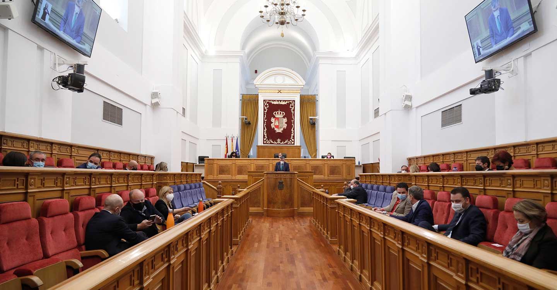 """Las Cortes regionales instan a aprovechar los fondos europeos para impulsar """"un modelo productivo y económico más justo y solidario"""""""