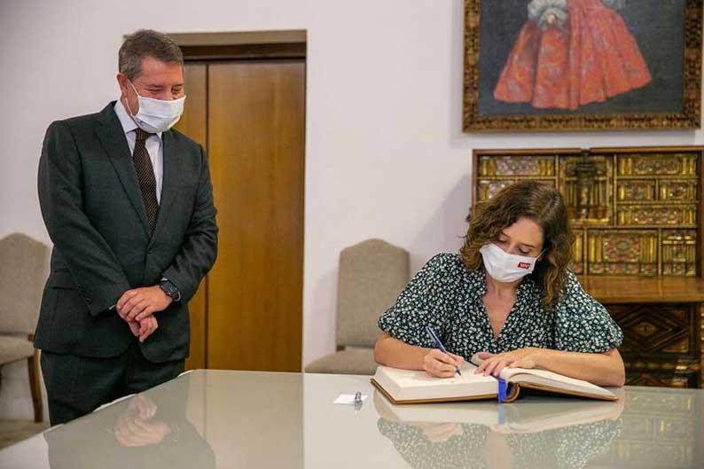 """García-Page y Díaz Ayuso profundizan en la coordinación de políticas conjuntas encaminadas a un """"beneficio compartido"""" de ambos territorios"""