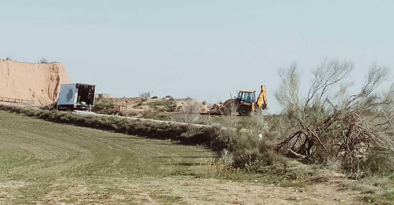 """Ecologistas en Acción denuncia que el rodaje de la serie de RTVE """"Cuéntame cómo pasó"""" provoca importantes daños ambientales en un espacio protegido."""