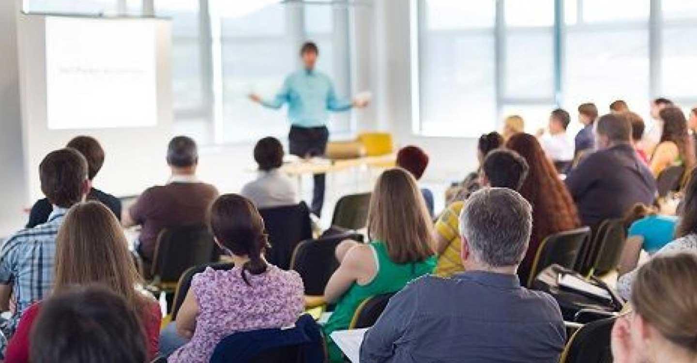 El Gobierno regional forma a lo largo del primer trimestre de este curso a más de 9.200 docentes en el uso y el manejo de la nueva plataforma 'Educamos CLM'