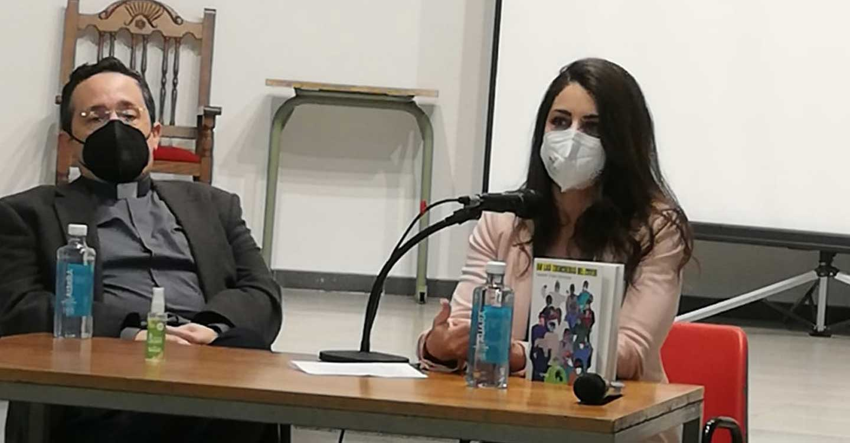 La escritora toledana, Isabel Vidal Sánchez, presenta