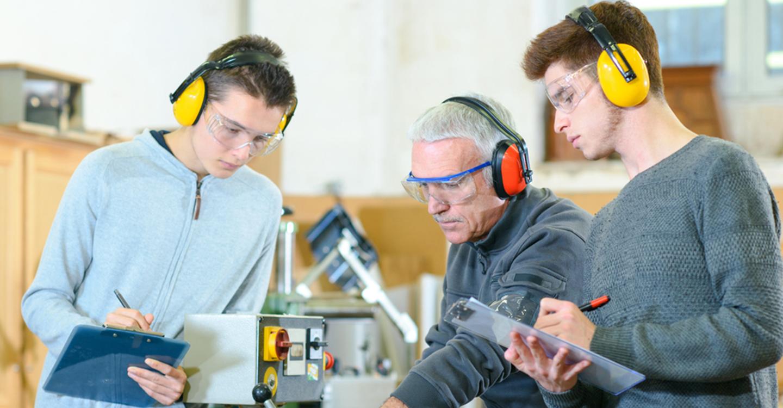 """García-Page anuncia un """"importante impulso"""" a la FP el próximo curso con 12 millones de euros para material tecnológico y nuevos ciclos y cursos de especialización"""