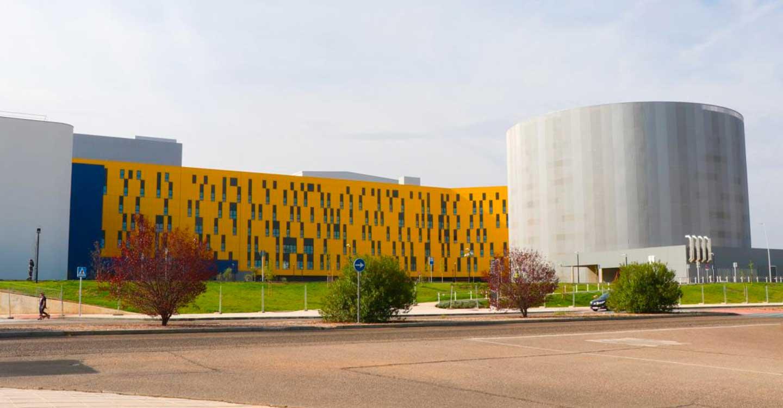García-Page inaugura el Servicio de Oncología Radioterápica del Hospital Universitario de Toledo