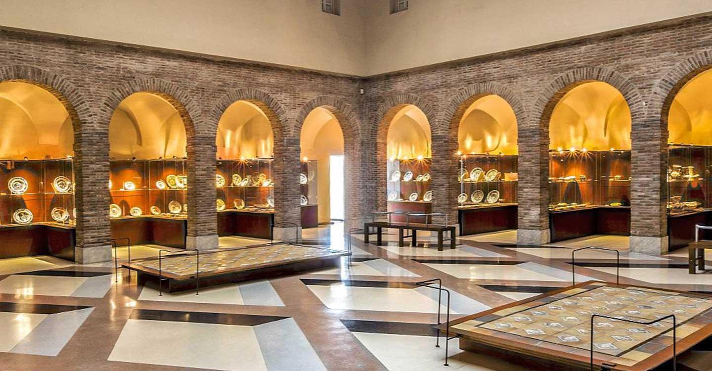 El presidente de Castilla-La Mancha y la alcaldesa de Talavera de la Reina firman un convenio para la cesión de piezas al Museo Ruiz de Luna