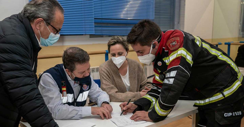 El presidente de Castilla-La Mancha valora el buen funcionamiento de los servicios de bomberos y emergencias en el incendio ocurrido en Seseña Nuevo