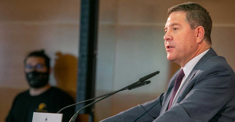 """García-Page garantiza que """"nadie abandone los estudios por falta de dinero"""" al triplicarse las becas universitarias para el próximo curso"""