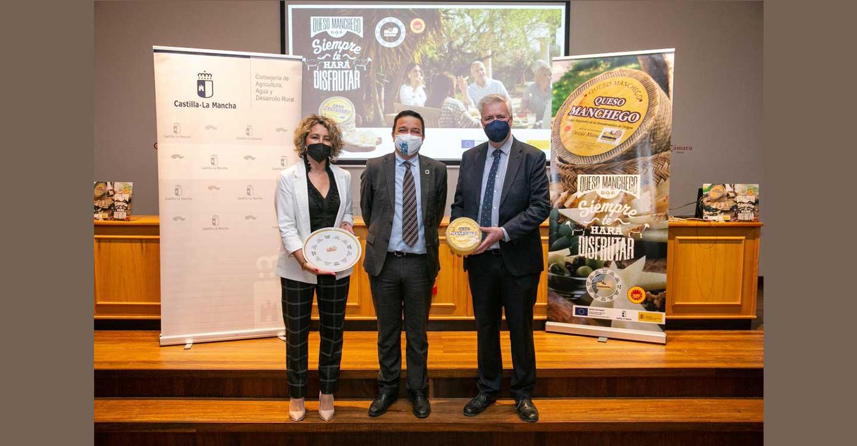 El Gobierno regional contribuye a la promoción del queso manchego en una nueva campaña nacional respaldada por Almodóvar, Iniesta o Rozalén