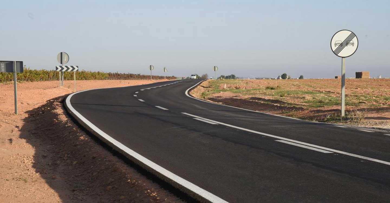 El Gobierno regional firma el contrato para la adquisición de dos vehículos para la realización de inspecciones en materia de transportes por carretera