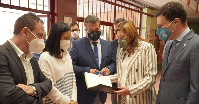El Gobierno de Castilla-La Mancha destinará 360.000 euros para mejorar las instalaciones del colegio y el instituto de Fuensalida