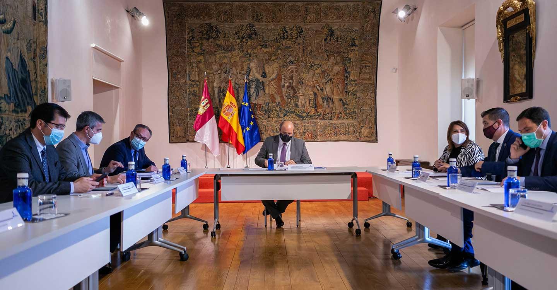 El Gobierno regional aborda con diputaciones y FEMP el Plan para captar los fondos europeos