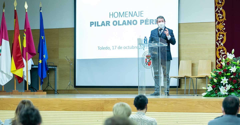 El presidente de Castilla-La Mancha significa la vocación, el talento y el compromiso moral como legados de la profesora Pilar Olano