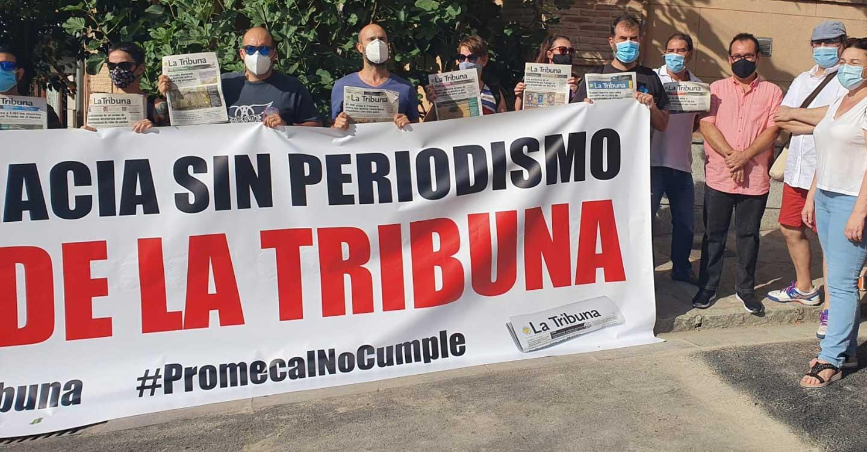 Izquierda Unida se une a la concentración de los trabajadores de La Tribuna frente a las Cortes