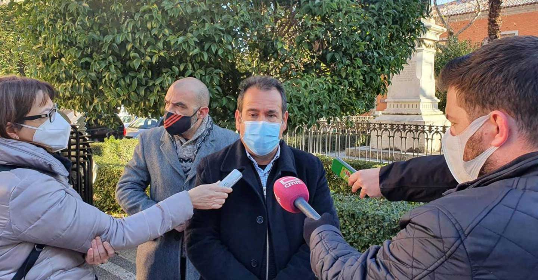 IU pide el cese del Consejero de Sanidad por su falta de planificación con la vacunación en Castilla-La Mancha