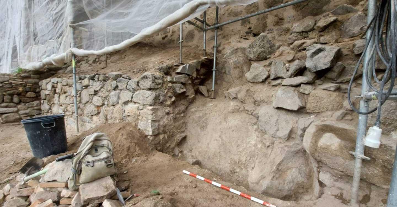 """Milagros Tolón  celebra el hallazgo de la muralla Omeya, """"una joya patrimonial"""" que se pondrá en valor con su protección"""