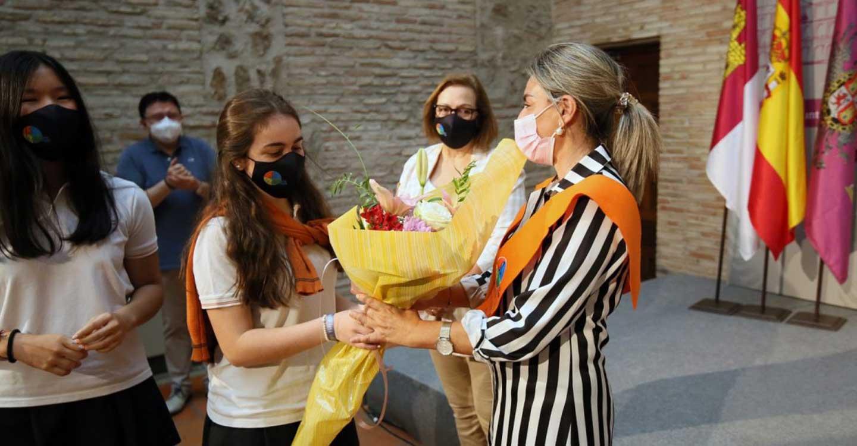 Milagros Tolón recibe la 'Beca de Honor' del Colegio Divina Pastora por su gestión y cercanía durante la pandemia y Filomena