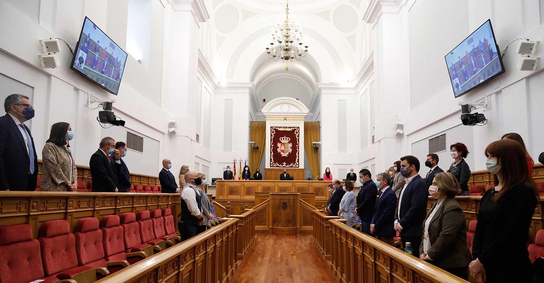 Minuto de silencio en las Las Cortes de Castilla-La Mancha en memoria del expresidente del parlamento autonómico, Jesús Fernández Vaquero