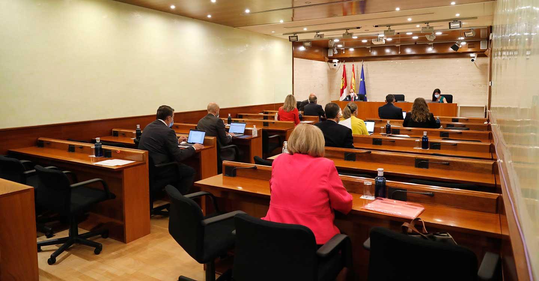El Pleno de las Cortes regionales debate y vota el jueves el 'techo de gasto' de los Presupuestos de la Junta para 2022