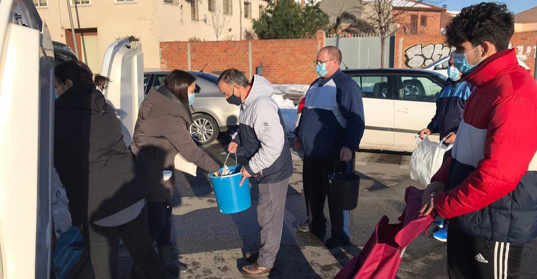 El PP de Illescas reparte más de 4 toneladas de sal entre los vecinos del municipio para combatir los problemas creados por el temporal de nieve y frío