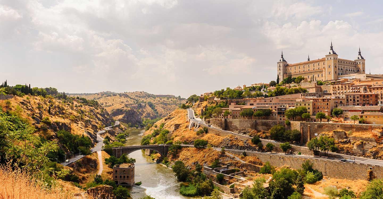 Hasta 90 municipios de Castilla-La Mancha participan en 'El pueblo más amado', el concurso de Adamo para poner en valor la vida rural: el Puente del Arzobispo, finalista